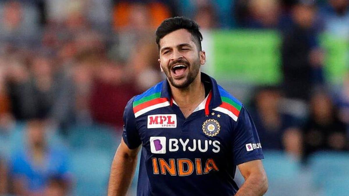 ICC T20 World cup 2021: इस पूर्व क्रिकेटर ने पाकिस्तान के साथ मुकाबलें के लिए Shardul Thakur पर दिखाया भरोसा, भुवनेश्वर कुमार को नहीं मिली टीम में जगह